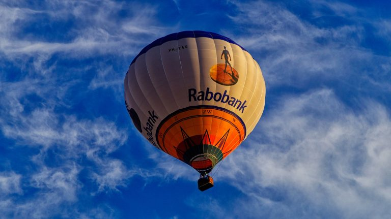 hot-air-balloon-3536944_1920